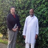 «کارلا پاور» در کنار «محمد اکرم ندوی»