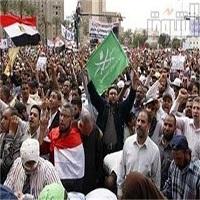 تصویر معترضان مصری خطاب به نظامیان: به پادگانهاتان برگردید