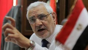 تصویر جبهه گیری سلفی ها در مقابل رئیس حزب مصر القویه