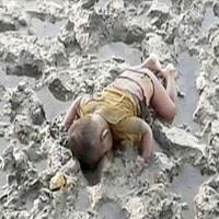 """تصویر کودک ۱۶ ماهه میانماری که یاد """"آیلان"""" را زنده کرد"""