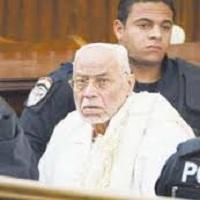 تصویر انتقال رهبر سابق اخوان المسلمین مصر به بخش مراقبتهای ویژه