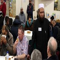تصویر راه اندازی پویش «از مسجد ما دیدن کنید» در انگلستان