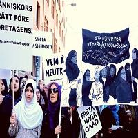 تصویر تظاهرات بانوان مسلمان کارگر علیه ممنوعیت حجاب در سوئد