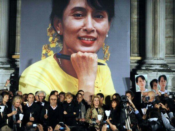 تصویر دانشگاه آکسفورد تصویر رهبر ملی میانمار را به انباری فرستاد