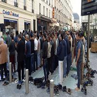 تصویر ادامه اعتراض مسلمانان فرانسه به بستن یک مسجد