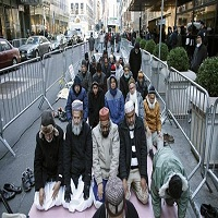 Photo of مسلمانان امریکا در مقابل برج ترامپ در نیویورک نماز خواندند