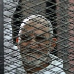 تصویر حکم حبس ابد برای رهبر اخوان المسلمین مصر