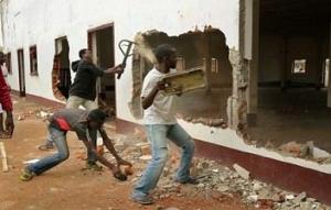 تصویر تخریب مساجد مسلمانان در آفریقای مرکزی توسط شبه نظامیان مسیحی