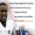 تصویر ستاره فوتبال آمریکایی مسلمان شد
