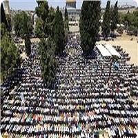 تصویر مردم غزه باز هم محروم از اقامه نماز در مسجدالاقصی