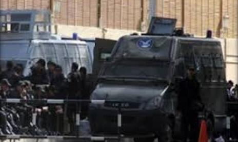 تصویر هتک حرمت مساجد مصر توسط نیروهای امنیتی