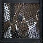Photo of پوشاندن لباس قرمز اعدام به مرشد اخوان المسلمین