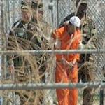 تصویر مسلمانان زندان گوانتانامو بخاطر توهین به قرآن اعتصاب غذا کردند