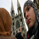 تصویر ماکرون: به تمام زنان محجبه احترام میگذارم/ اسلام واقعی به معنای افراطگرایی نیست