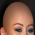 تصویر داستان – زمانی که دختر قشنگ و موطلایی ام سرش را تراشید!!