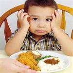 تصویر ایراد گیری در غذا خوردن کودک
