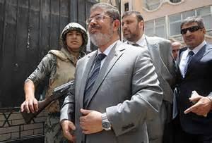 تصویر نکاتی در مورد دادگاهی امروز محمد مرسی و عکس العمل شجاعانه وی