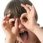 تصویر نافرمانی و برخورد بی رحمانه و بدجنسی کودک