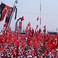 تصویر اعلام همبستگی نمایندگان احزاب سیاسی ترکیه با هموطنان در حمایت از دموکراسی